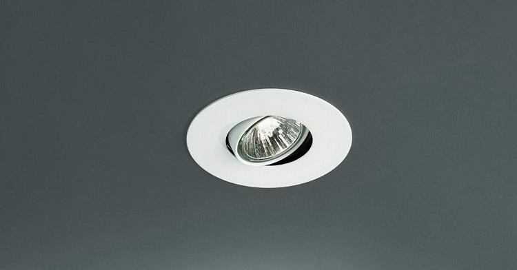 встроенный потолочный светильник