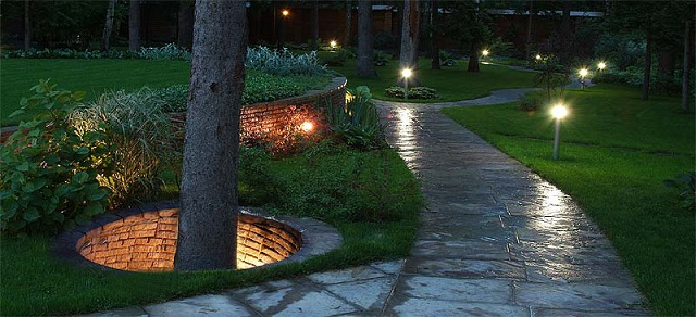 равномерное освещение садовой дорожки