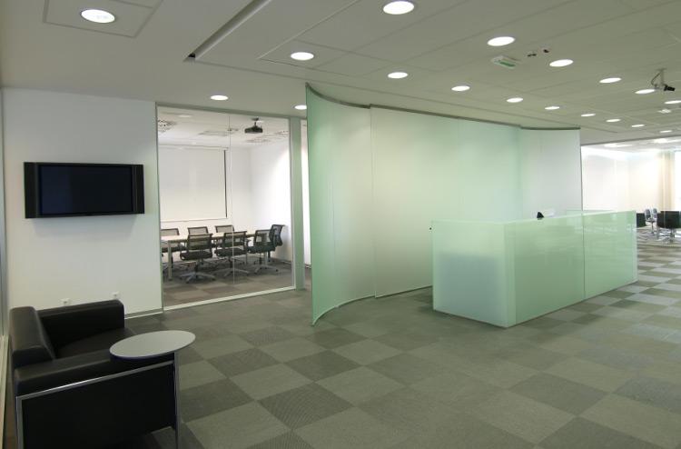 Точечные светильники в интерьере офиса