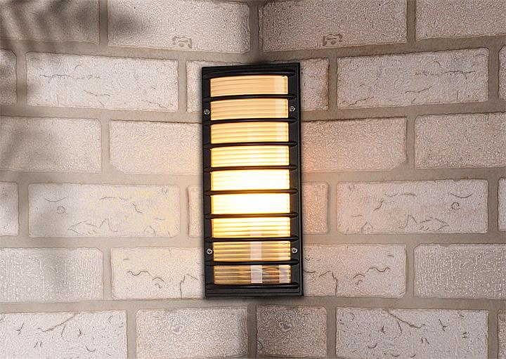 угловой уличный светильник